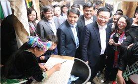 Phó Thủ tướng Chính phủ Vương Đình Huệ thăm bản du lịch cộng đồng Sin Suối Hồ
