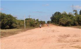 Người dân Cư Kbang mong mỏi về một con đường