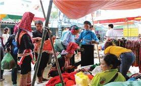Gìn giữ trang phục truyền thống dân tộc: Cách làm hay của Bình Liêu