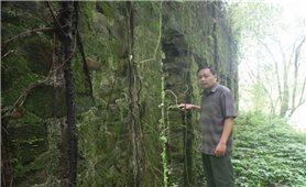 Những ngôi biệt thự cổ hoang phế trong rừng Phia Oắc