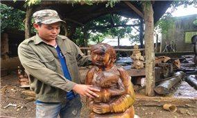 Người duy nhất còn giữ nghề tạc tượng ở làng Chuét 2