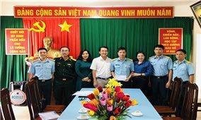 Lãnh đạo huyện Côn Đảo thăm, tặng quà các đơn vị lực lượng vũ trang