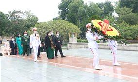 Đoàn Đại biểu các DTTS Việt Nam viếng Lăng Chủ tịch Hồ Chí Minh và tưởng niệm các Anh hùng liệt sĩ