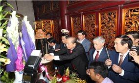 Phó Thủ tướng Trương Hòa Bình cùng Đoàn Đại biểu các DTTS Việt Nam dâng hương tưởng nhớ các Vua Hùng