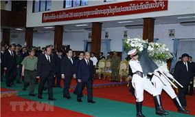 """Thủ tướng Nguyễn Xuân Phúc viếng """"người bạn lớn của Việt Nam"""""""