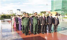 Dâng hương tri ân các liệt sĩ quân tình nguyện Việt Nam tại Campuchia
