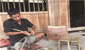 Nghề đan lát của đồng bào Cống ở Táng Ngá