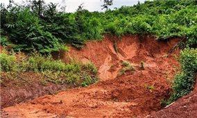 Điện Biên: Nhiều tuyến đường bị ùn tắc do sạt lở đất