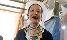 Văn hóa Dao Tiền ẩn chứa trên chiếc túi đựng trầu