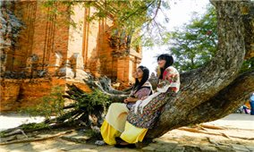Độc đáo trang phục truyền thống của phụ nữ Chăm