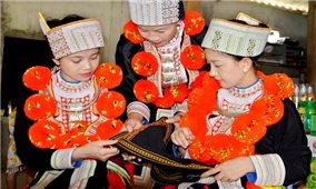 Phụ nữ thôn Bản Lục giữ gìn bản sắc văn hóa