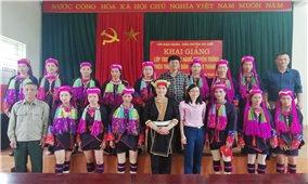Khai giảng lớp truyền dạy thêu thổ cẩm dân tộc Dao Thanh Y tại Quảng Ninh