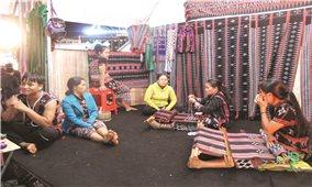 Đăk Nông: Đưa nghề dệt thổ cẩm vào mô hình giảm nghèo