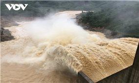 Thủy điện Đăk My 4 xả lũ, nhiều nhà dân bị hư hại, trôi tài sản