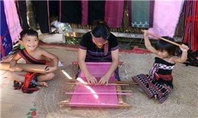 Ngày Di sản văn hóa Việt Nam (23/11): Vinh danh sắc màu thổ cẩm Việt