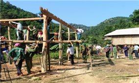 Nghệ An: Làm nhà tạm di dời người dân khỏi vùng sạt lở
