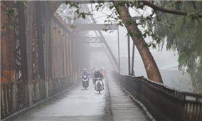 Bắc Bộ trời rét, Nam Bộ mưa dông