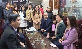 Chủ tịch Quốc hội thăm, tặng quà gia đình chính sách tại Thừa Thiên-Huế