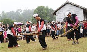 Xây dựng và phát triển văn hóa, con người Việt Nam đáp ứng yêu cầu phát triển đất nước