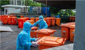 Chuyện về những công nhân xử lý rác thải y tế trong mùa dịch