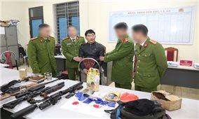 Bắt đối tượng tàng trữ ma túy, thu giữ nhiều vũ khí