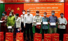 Phó Thủ tướng Thường trực Trương Hòa Bình thăm và tặng quà Tết tại Sóc Trăng
