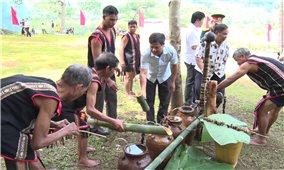 Lễ cúng giọt nước của người Gia Rai ở làng Ia Krêl