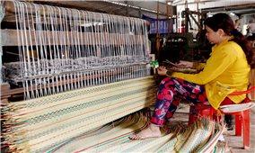 Phát triển làng nghề dệt chiếu Uzu ở An Giang