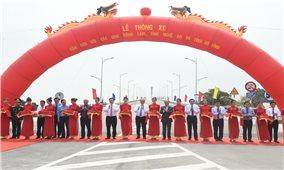Thủ tướng cắt băng thông xe cầu Cửa Hội nối Nghệ An – Hà Tĩnh