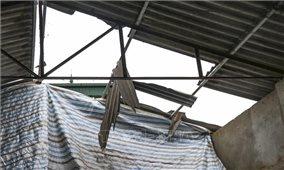 Dông lốc kèm mưa đá gây hư hại nhiều nhà dân tại Nậm Pồ, Điện Biên