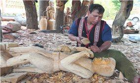 Hội thi chế tác tượng gỗ dân gian tại huyện Kon Plông (Kon Tum)