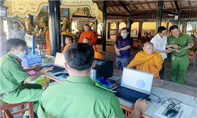 Xuyên đêm cấp căn cước công dân cho đồng bào Khmer