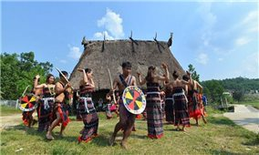 Quảng Nam: Bảo tồn tiếng nói, chữ viết dân tộc Cơ Tu