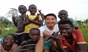 Vợ chồng bác sĩ Việt Nam ươm mầm xanh tại Angola