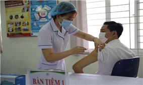 Kỷ lục mới của tiêm chủng vắc xin COVID-19: Trên 50.000 người Việt tiêm trong 1 ngày