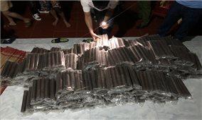 Bắt hai đối tượng tàng trữ, mua bán trái phép hơn 300 kg thuốc nổ
