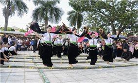 Giữ gìn bản sắc văn hóa dân tộc từ hoạt động văn nghệ quần chúng
