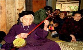 Nghệ nhân trăm tuổi Mỗ Thị Kịt và hành trình đến với then Tày