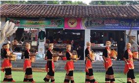 Du lịch cộng đồng và dân ca, dân vũ