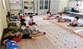 Những đứa trẻ trong khu cách ly