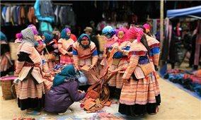 Nghệ thuật trang trí trên trang phục của người Mông Hoa Bắc Hà là di sản văn hóa phi vật thể quốc gia