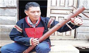 Người chế tác nhiều loại nhạc cụ nhất ở buôn Kram