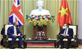 Chủ tịch nước đề nghị Anh tạo thuận lợi hơn nữa để Việt Nam tiếp cận nguồn cung vaccine