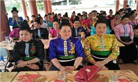 """""""Tẳng cảu"""" của người phụ nữ Thái trong cuộc sống hiện đại"""