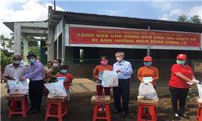 Ban Dân tộc tỉnh Đồng Nai thăm, tặng quà đồng bào dân tộc Chơ ro