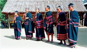 Trang phục truyền thống giàu cá tính của người Giẻ Triêng