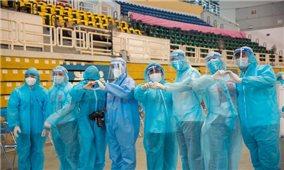 Hoa hậu H'Hen Niê cùng nhiều sao Việt tham gia tình nguyện chống COVID-19 ở TP.HCM
