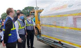Hơn 97.000 liều vaccine Pfizer/BioNtech đầu tiên đã về Việt Nam