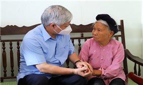 Chủ tịch Ủy ban Trung ương MTTQ Việt Nam Đỗ Văn Chiến thăm, tặng quà người có công, gia đình chính sách tỉnh Thái Bình