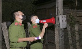 Những chiến sĩ Công an nơi tâm dịch Chằm Puông
